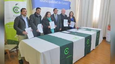Municipalidad de Curico firmó convenio para fomentar reciclaje de vidrio y aceites