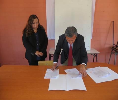 Se firma convenio de Reciclaje de Vidrio entre Municipalidad de San Javier y Cristoro